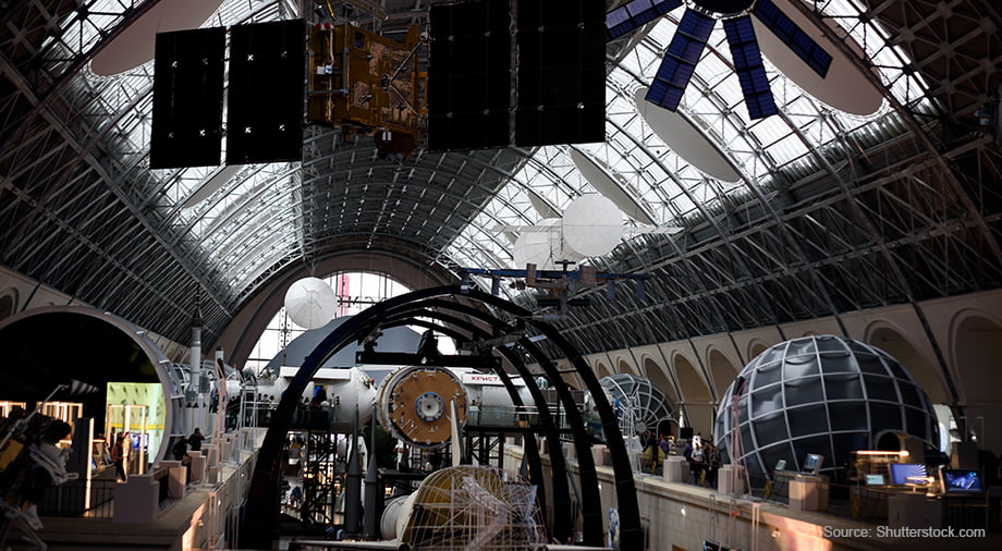 В околоземном пространстве работают более 3000 спутников. Большая часть сателлитов принадлежит США